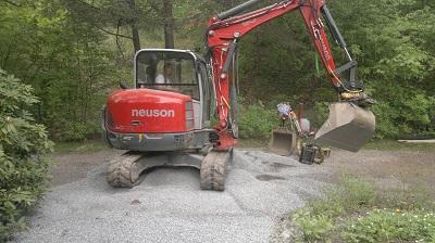 Neusson 6003 nära skogen